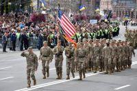 Военные США на параде в честь Дня «независимости» в Киеве, Украина.