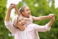 Включение всемейную жизнь (совместный досуг, помощь ввоспитании внуков) для пожилого человека очень важно.