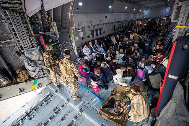Вчера в СМИ появилась история о пилотах американского транспортника, за один рейс вывезших из Кабула 640 беженцев.