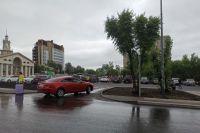 Красноярцы жалуются, что на парковке не хватает мест, машины паркуют, где придётся/