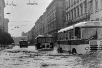 Аномальные климатические явления случались и раньше. На фото: Москва превратилась в Венецию после затопления 08.06.1966.