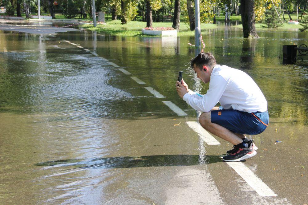 Такой подъем воды в Ангаре удивляет иркутян.