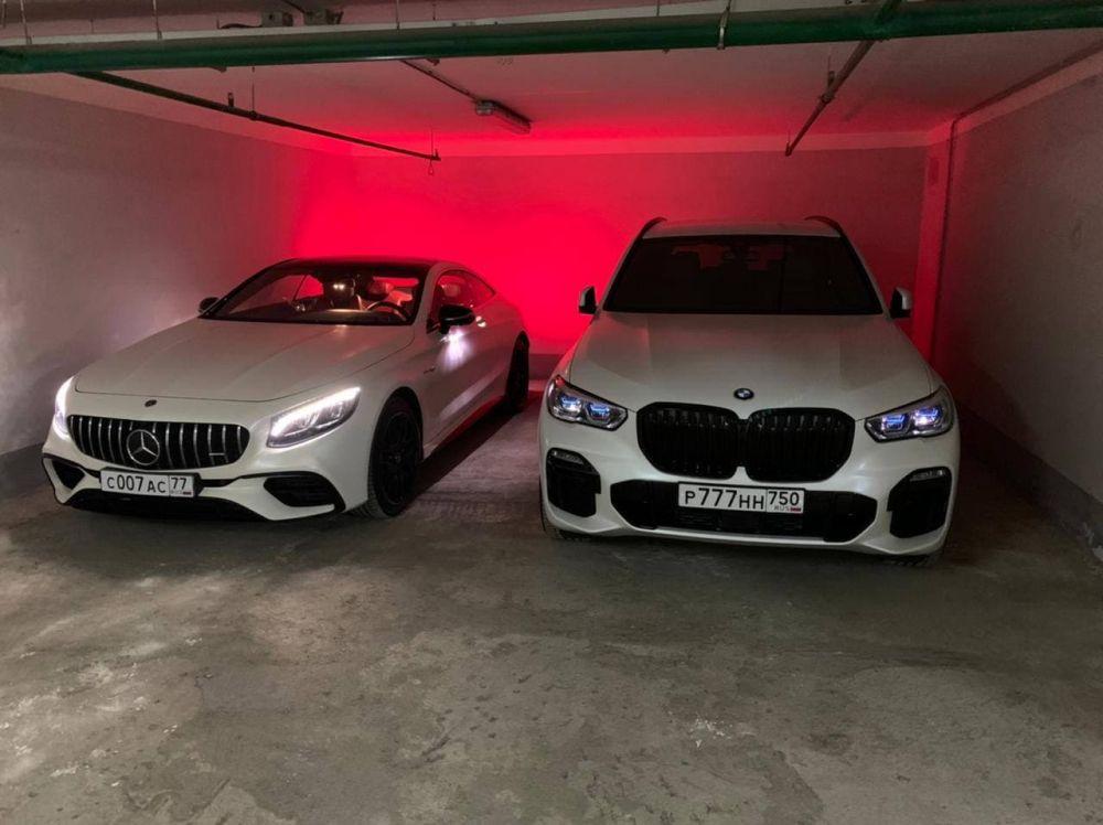 Два автомобиля премиум-класса с московскими номерами