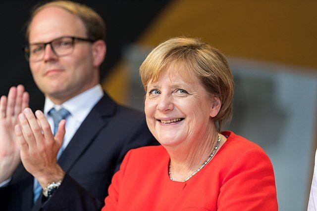 Путин обсудил с Меркель сделку Германии и США по Северному потоку-2