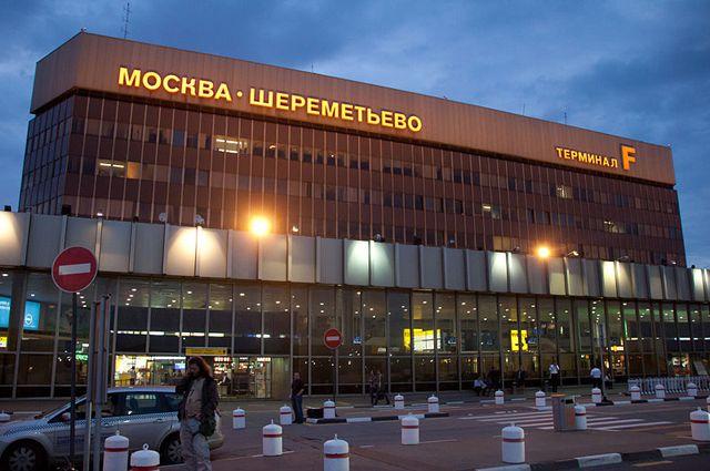Подавший сигнал бедствия самолет благополучно сел в Москве