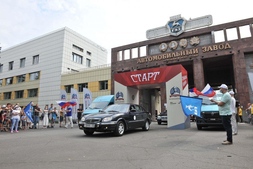 Поклонники и любители марки ГАЗ привезли в Нижний Новгород тщательно отреставрированные автомобили разных лет выпуска, начиная с самых ранних легковых ГАЗ-А и «полуторок». ГАЗ-АА и заканчивая «Волгами» постсоветской эпохи.