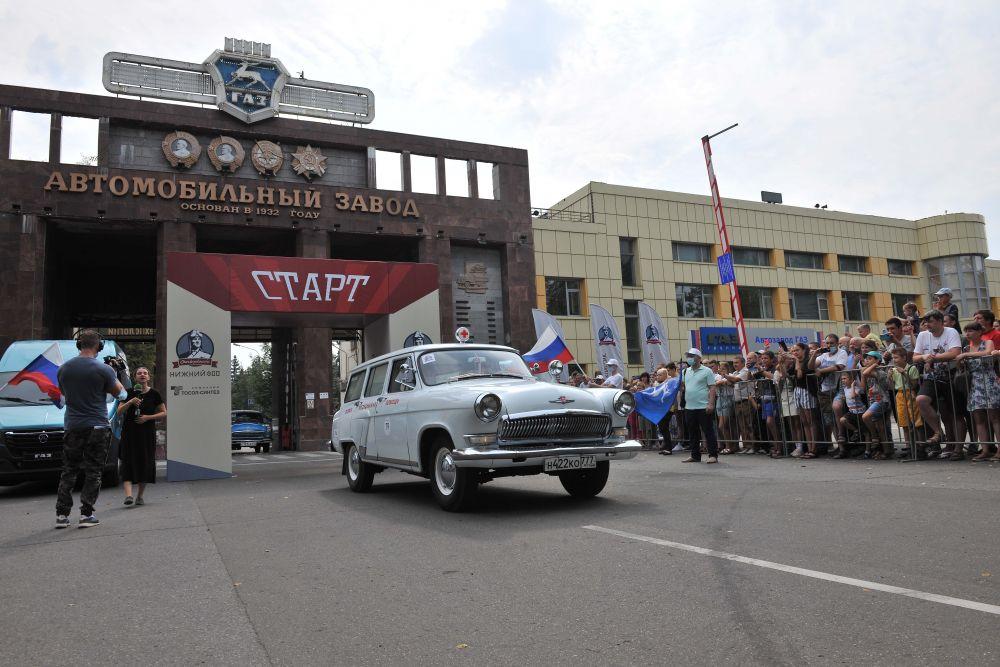 Ключевым событием фестиваля стало следование колонны автомобилей через главную проходную Горьковского автозавода, мимо памятной доски на современном сборочном конвейере, на месте которого когда-то собиралась знаменитая «полуторка» ГАЗ-АА.