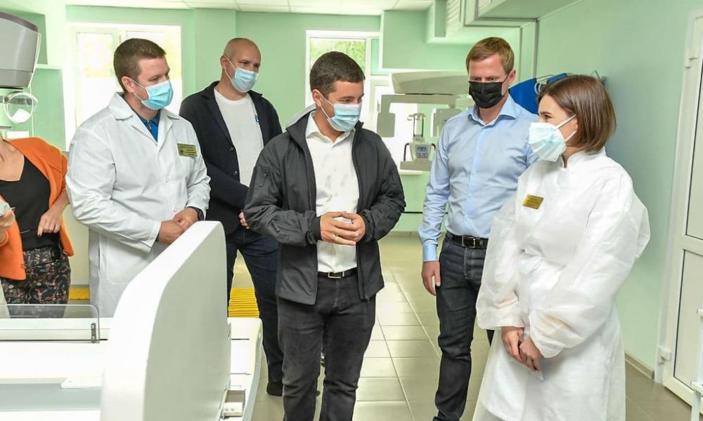 Посетил глава региона обновленную взрослую поликлинику центральной районной больницы, Тарко-Сале, 2021.