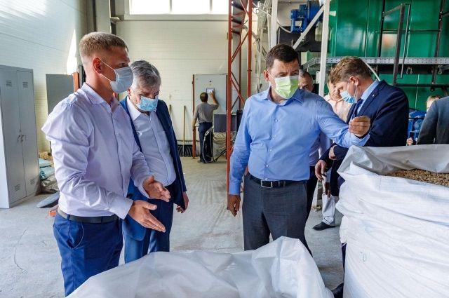 Губернатор оценил лесопромышленный комбинат в Лобве.