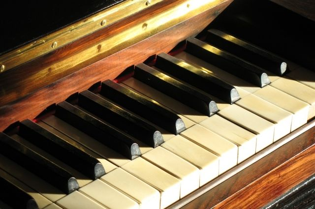 Пианино в Ростошах пришло в негодность от рук вандалов.
