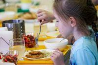 Что на обед? Начнут ли с 1 сентября кормить в школьных столовых по-новому