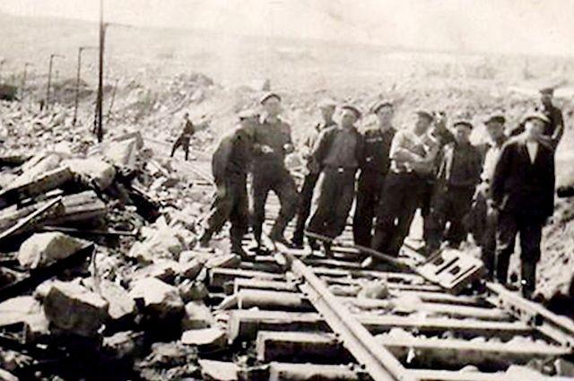 Во время войны депортированных немцев мобилизовали в трудармию.