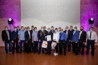 """Всем героям """"Галереи шахтёрской славы"""" генеральный директор РУК А. Давыдов вручил грамоты и знаки отличия."""