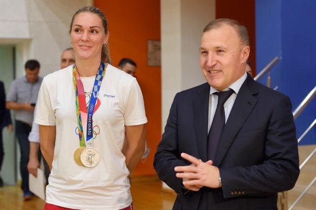 В РА чествовали серебряного призера Олимпийских игр-2020 Викторию Калинину