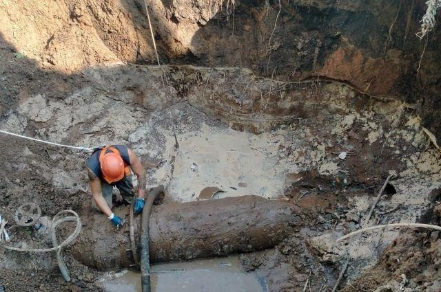 В Оренбурге комиссия начала оценку ущерба от затопления по переулку Дальнему.