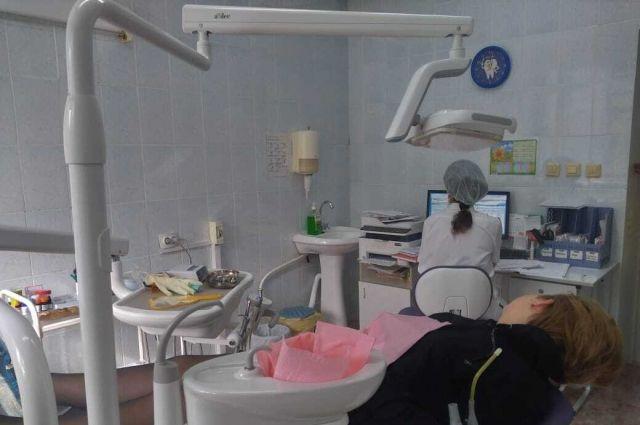 Нагрузка на технику приходится немалая – за день через кабинет зубного врача проходят не менее 13 детей.