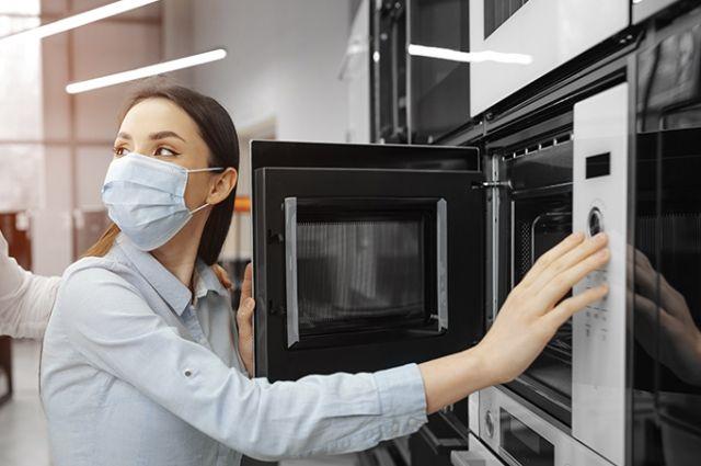 Эксперты исследовали СВЧ-печи по 154 показателям качества и безопасности и оценили их эксплуатационные свойства с помощью 8 тестов на приготовление еды.