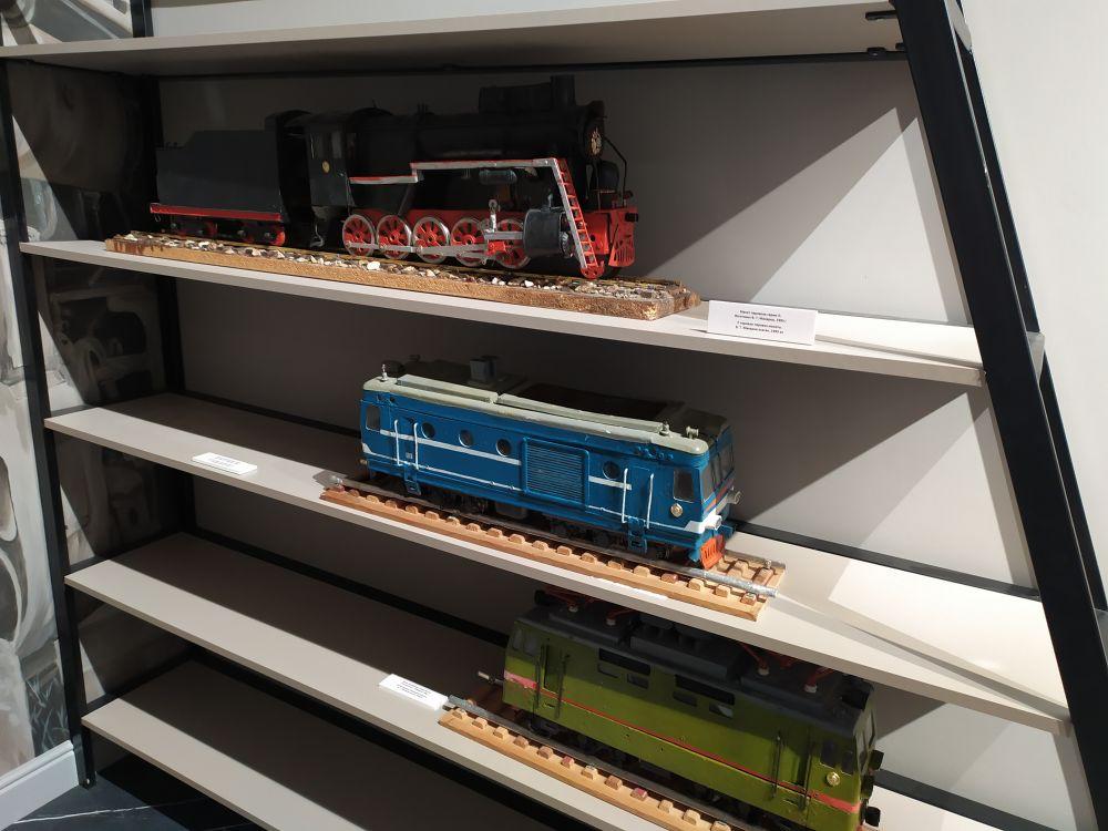 """Виды поездов. Вверху - самый известный поезд, знаковый для юдинцев. Так называемая «лебедянка"""". В натуральную величину этот паровоз можно увидеть при вьезде в Юдино."""