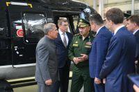 «Всего пять лет назад мы могли только мечтать о том, что у нас будет такая техника», - отметил министр, посетив авиапредприятия Казани.
