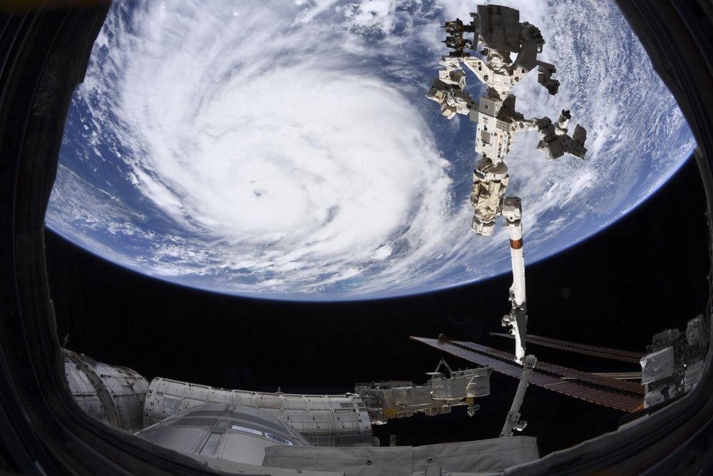 Вид на ураган «Ида» с Международной космической станции