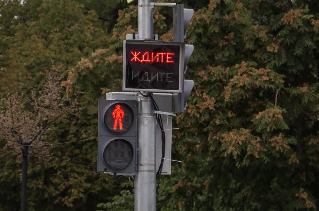В Тюльганском районе суд обязал администрацию установить светофоры на дороге возле школы.
