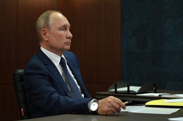 Путин поздравил президента Киргизии с Днем независимости
