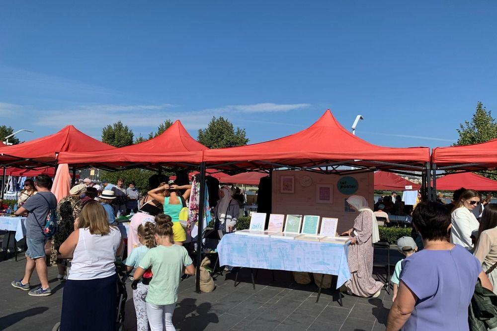 Продукция от городских татарских самозанятых на фестивале.