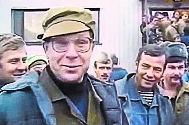 Легасов среди ликвидаторов Чернобыльской аварии, 1996г.