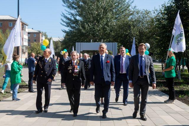 Юбилейная программа в Назарове началась с  открытия обновлённой Аллеи шахтёрской славы.