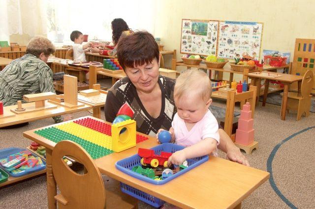 Воспитателям детских садов Оренбуржья с сентября повысят зарплату.