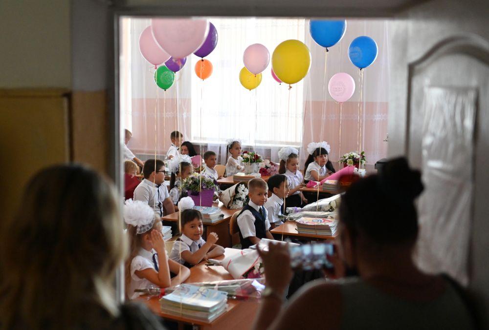 Первоклассники в классе школы-гимназии №1 в городе Судак