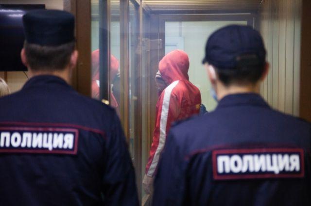 Виталий Бережной, задержанный по подозрению в изнасиловании и убийстве тюменской школьницы, в зале Ленинского суда Тюмени во время избрания меры пресечения.