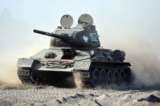 На территории Оренбургской школы появится парк военнной техники.