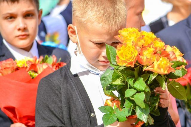 В Оренбурге ученики школы №86 «похоронили» летние каникулы.