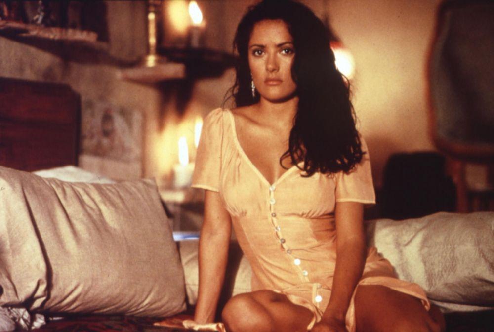 Сальма Хайек в роли Каролины («Отчаянный», 1995 год)
