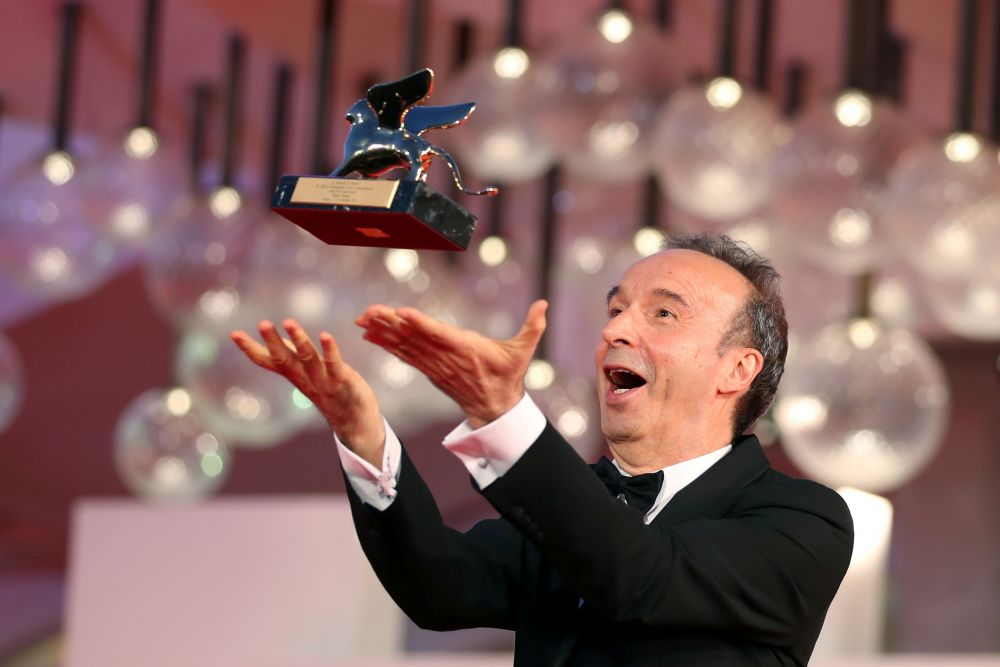 Итальянский актёр и режиссёр Роберто Бениньи, награжденный «Золотым львом» за вклад в кинематограф на церемонии открытия 78-го Венецианского кинофестиваля