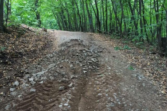 Мощеную дорогу, которой больше 100 лет, начали асфальтировать в Уфе