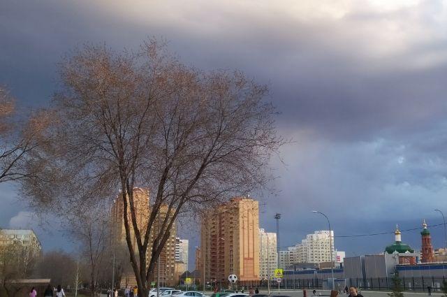 В Оренбургской области дождь, гроза и порывистый ветер задержатся до конца недели.