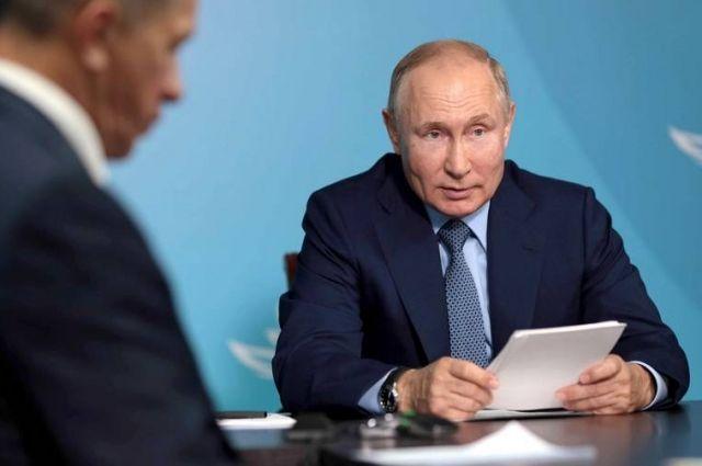 Президент Владимир Путин заметил, что строительство моста на материк потребует развития всей прилегающей территории.