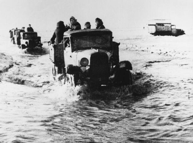 По дороге жизни детей вывозили из блокадного Ленинграда.
