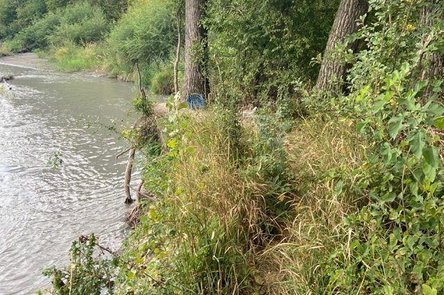На берегу реки чуть не разыгралась трагедия.