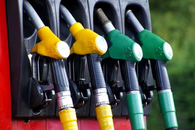 Цена за один литр топлива выросла почти до 50 рублей