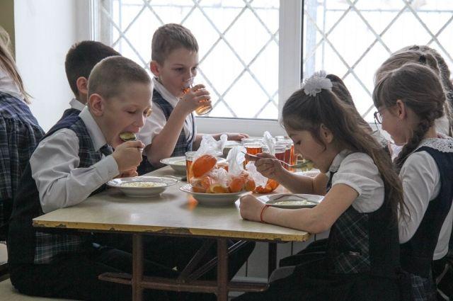 Перед тем как грызть гранит науки, нужно съесть горячий обед.