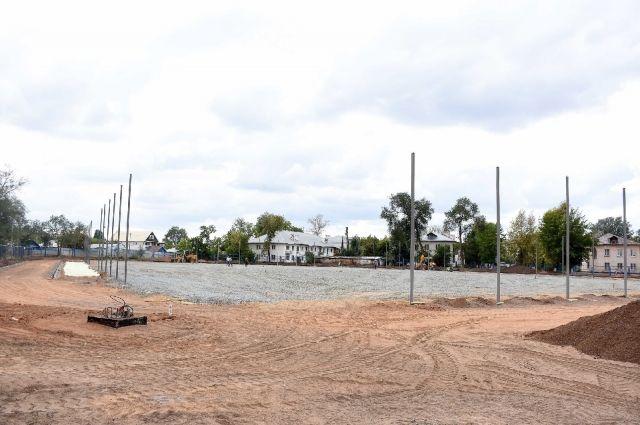 Реконструкцию стадиона «Нефтяник» в Оренбурге планируют завершить до конца октября.