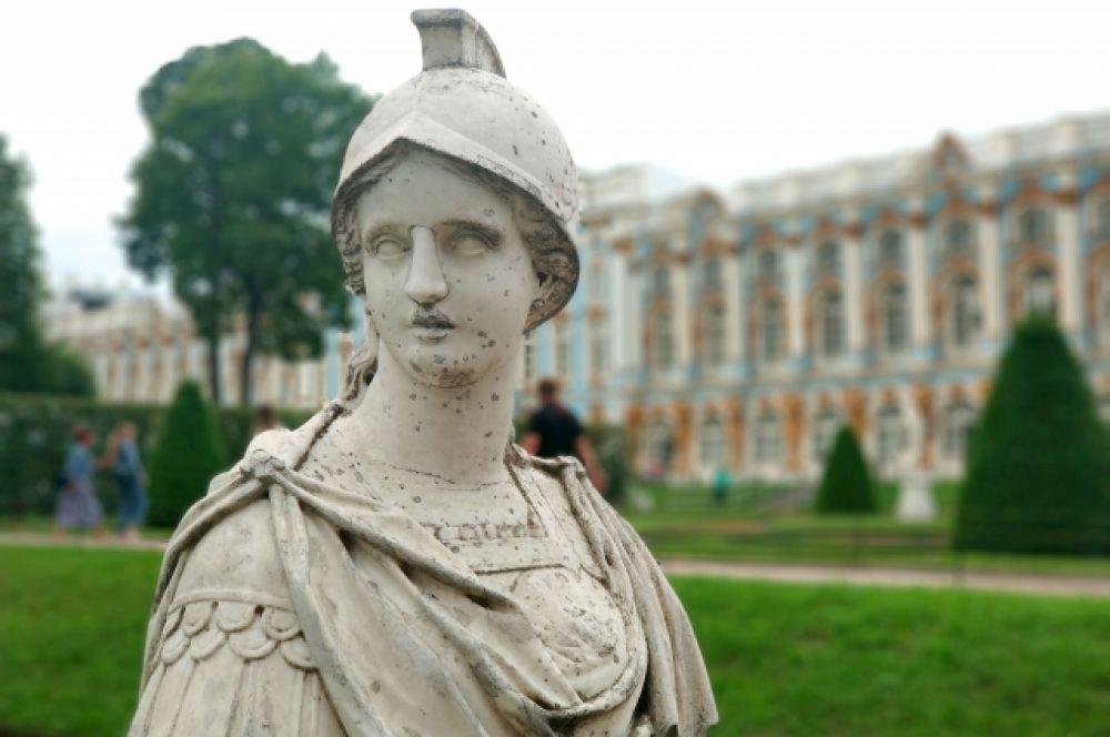 Статуи для Екатерининского парка покупал еще Петр I - одновременно с теми, что украшают Летний сад в Санкт-Петербурге.