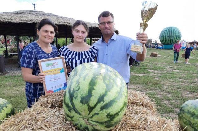Фермер из Оренбургской области вырастил арбуз весом 67 кг. 100 г.
