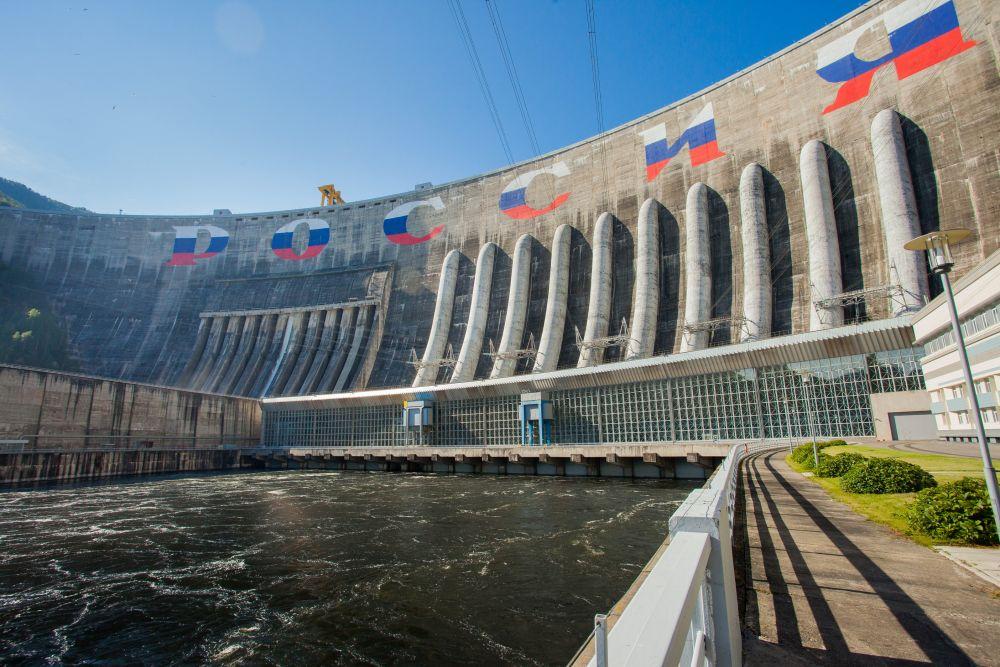 Вид на Саяно-Шушенскую ГЭС
