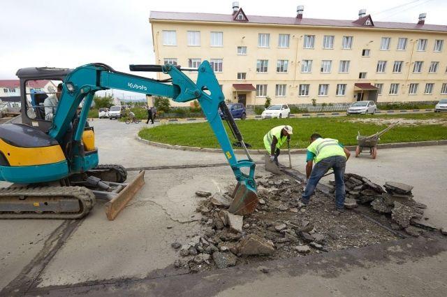 К сегодняшнему дню текущий ремонт был выполнен более чем в 330 дворах Южно-Сахалинска – это треть всех придомовых территорий города.