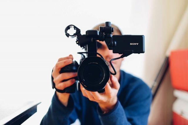 Житель Первомайского района изготовил и распространил видео порнографического содержания с участием несовершеннолетней.