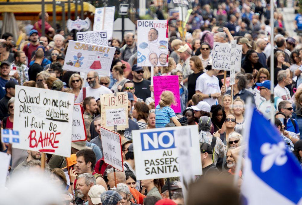 Протестующие в Монреале